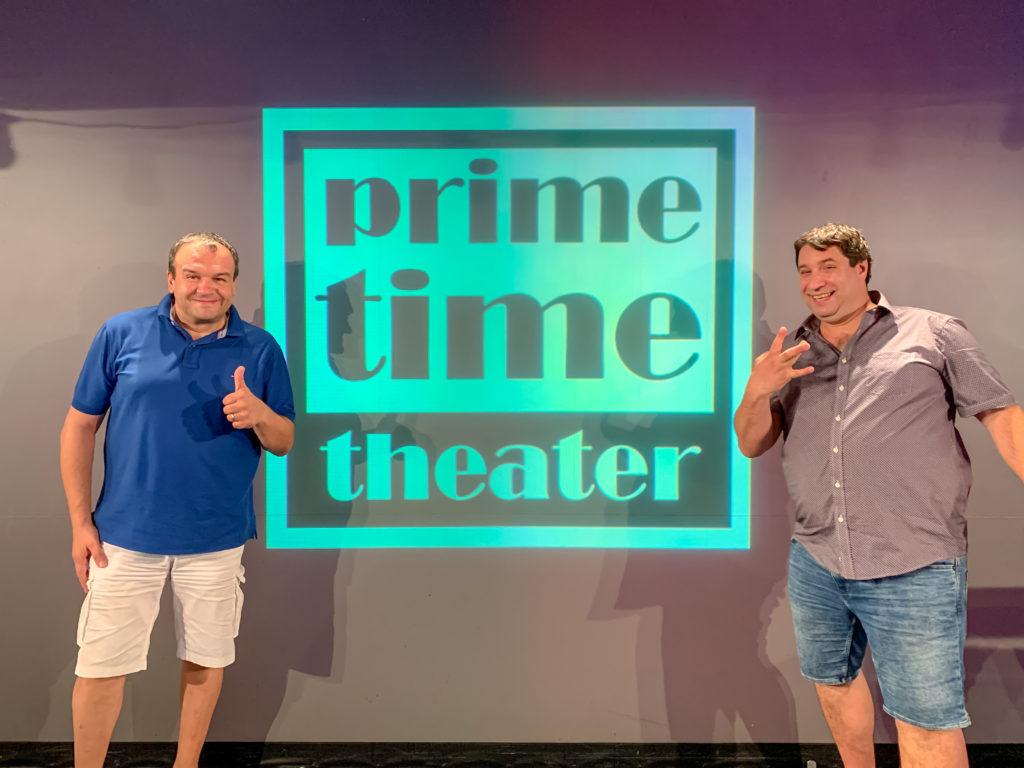 Geschäftsführer Tomislav Bucec und der Künstlerische Leiter, Oliver Tautorat anlässlich der Rettung des Prime Time Theaters 2019 (Bild: Fabio Quenaya Wittler)